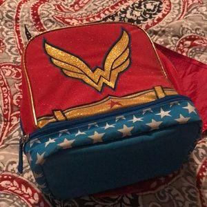 Wonder Woman lunch box like new w/ WW alarm clock
